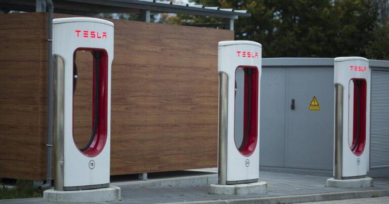 Tesla Motors, Inc. (NASDAQ:TSLA) – Why Tesla Shares Are Trading Lower Monday
