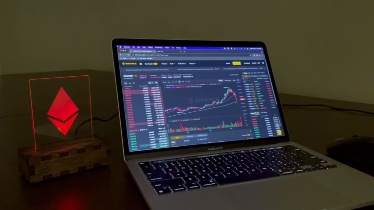 This guy made a smart light that changes colors with Eth's Price.